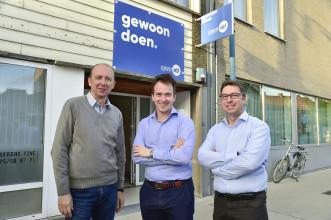 Nieuw lokaal Open VLD - Staden vlnr. Chris Dumoulin (nieuwe medewerker Francesco), Francesco Vanderjeugd en Joeri Deprez (vz Open VLD Staden)
